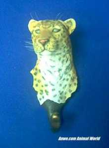 leopard wall hanging figurine