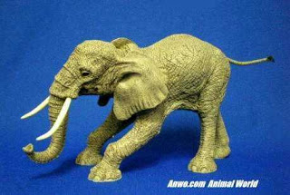 herd elephant figurine statue hundred