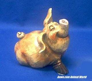 pig figurine statue beastie